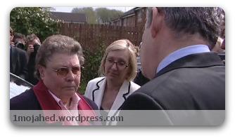 گوردن براون، نخست وزیر انگلیس، در حال گفتگو با گیلیان دافی